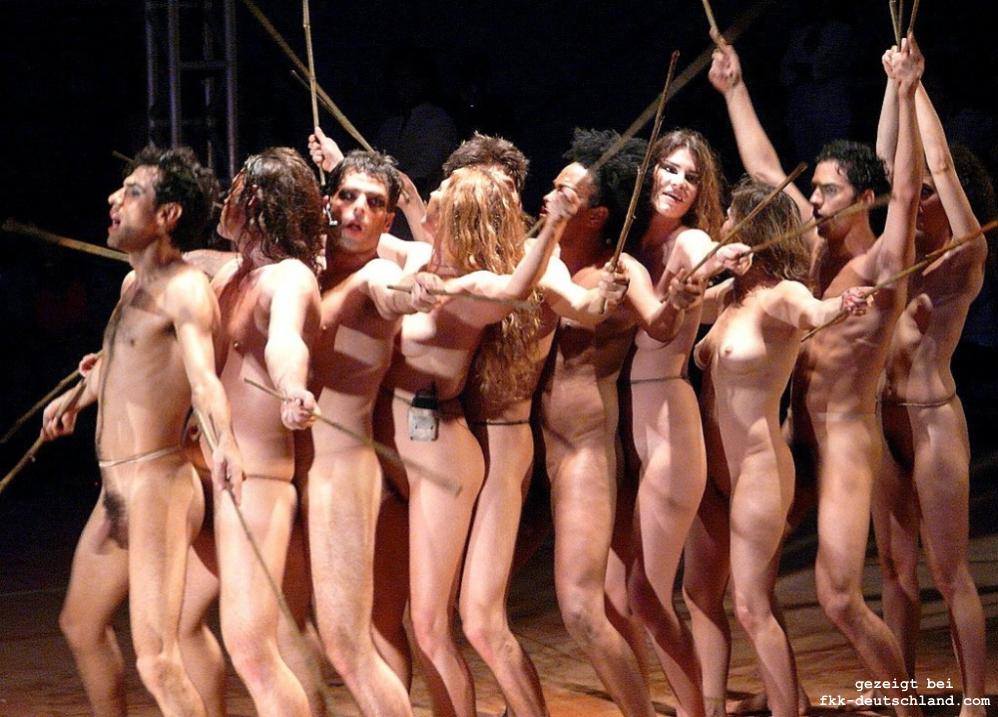 Naked public dance despido despida sem roupas theater naturismo